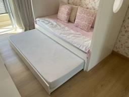 Bi cama infantil casinha (+ roupa de cama e os 2 colchões)