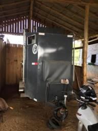 Reboque 2 cavalos completo com banheiro top de linha