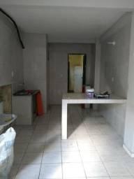 Aluga-se casa pequena na Rua Eduardo Angelim, Montese