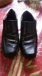 Vende se esse sapato social