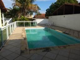 Excelente casa em condomínio com piscina e churrasqueira