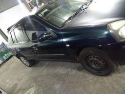 Clio 1.0 4p - R$ 8300 - 2005