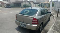 Vendo um carro Astra 2011 baixa quilometragem - 2011