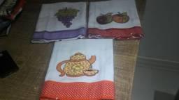 Vendo panos de prato em algodão com aplicação Tam 70x50 cm por R$14,00 cada