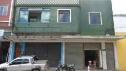 Loja ampla com galpão, com 300 m2, próximo ao centro