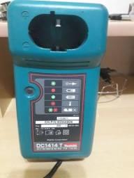 Vendo Carregador de Baterias Maquita Mod.DC1414T 220V
