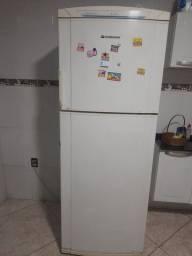 Vendo geladeira enorme em ótimo estado e  fogão