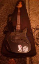 Guitarra strimberg com pedaleira de distorção Zoom 600$