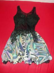 três vestidos seminovos
