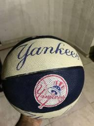 Bola de basquete importado ( usada)