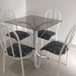 *Mesa vidro 0.70x0.70cm com 4 cadeiras*