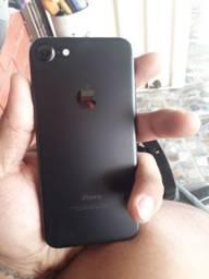 Título do anúncio: vendo iphone 7 black 128gb com caixa carregador fone e nota fiscal.