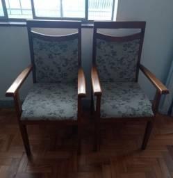 Título do anúncio: Conjunto 2 cadeiras / poltronas de madeira estofadas sem defeitos
