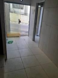 Título do anúncio: Graça, ponto comercial com 18m2, nascente, portas em Blindex, Próximo ao Shopping Barra!