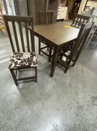 Mesa de 4 cadeiras estofadas