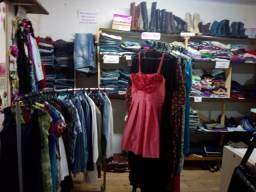 Título do anúncio: Vendo roupas usadas em boas condições limpas