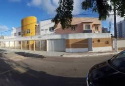 Condomínio à venda na região da Atalaia a cerca de 200M da Orla.