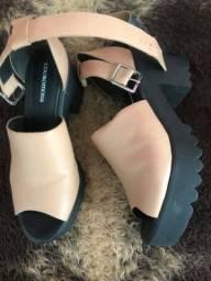 Sandálias novinhas