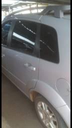 Carro ford fiesta p/ vender logo