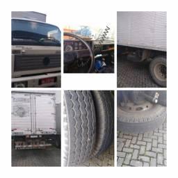 Caminhão baú  Volkswagen 12140t