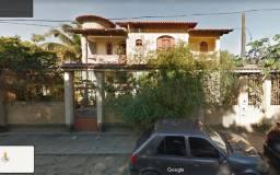 Casa em Guarapari, 3 andares, 4 quartos + 1 suite, garagem para 5 carros + ponto comercial