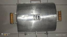 Churrasqueira,tampa e grelha feita do mesmo material alumínio grosso