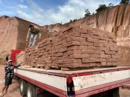 Título do anúncio: Pedras gres direto fale direto com o proprietário pedras de alicerce  lajes e tijoletas