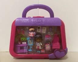 Maleta com personagens da Doutora Brinquedos