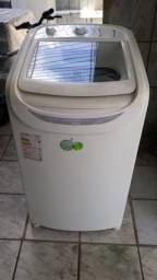 Título do anúncio: Vendo essa máquina de lavar de 8 kilos Electrolux top? bem conservada