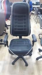 Cadeira preta com branco