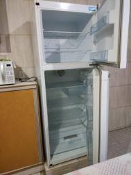 Título do anúncio: Vende-se geladeira Continental