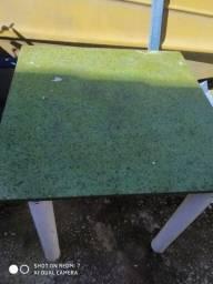 Mesa com tampo de granito
