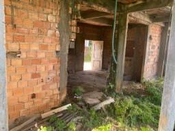 Título do anúncio: Vendo casa e grande terreno com espaço pra várias construções