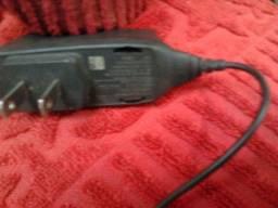 1 carregador de celular nokia preto funcionando barato leve pequeno,simples.