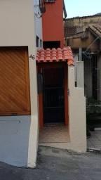 A-lugo Casa no centro de Santo Antônio ? Reformada ? Com Armários