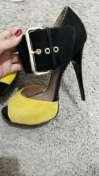 Sandália com fivela