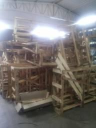VENDE SE caixas de madeiras PALETES