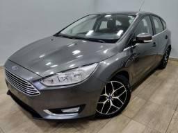 Focus titanium hatch 2016 c/44.000km automático. léo careta veículos - 2016