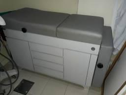 Mesa para massagem com gavetas