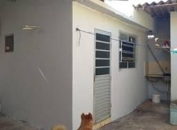 Aluga-se 1 quarto com banheiro no bairro Taiaman