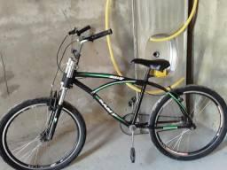Uma bicicleta um som automotivo e o celular J2 sem marca de arranhão