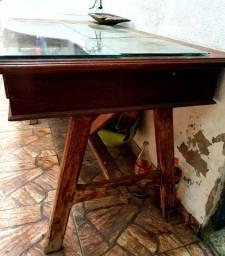 Mesa de madeira maciça com 2 gavetas
