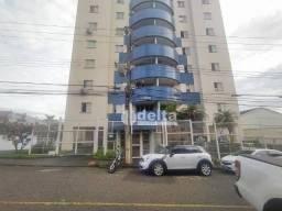 Apartamento com 3 dormitórios para alugar, 80 m² por R$ 1.200,00 - Fundinho - Uberlândia/M