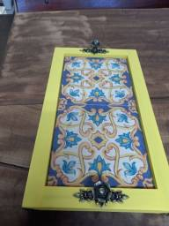 Título do anúncio: Bandeja com azulejo decorado