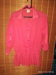 Camisa em crepe , tamanho 40 ,manga 3/4 com detalhes