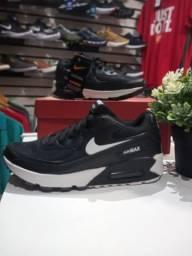 Título do anúncio: Tênis Nike AIR Max preto Tam 38