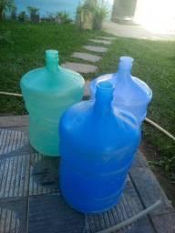 Vendo 3 garrafão de água por R$45
