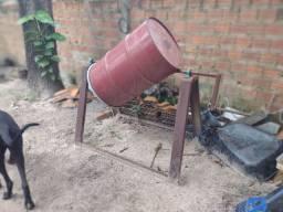 Vendo ferramentas (mesa de ferro, Serra circular, torno,  betoneira.