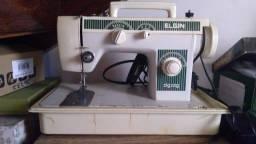 Título do anúncio: Maquina de costura elgin reta e zig zag