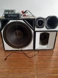 Título do anúncio: Caixa trio + 1 fone de 15 e outro de 10 + rádio pionner e fonte p tocar na energia